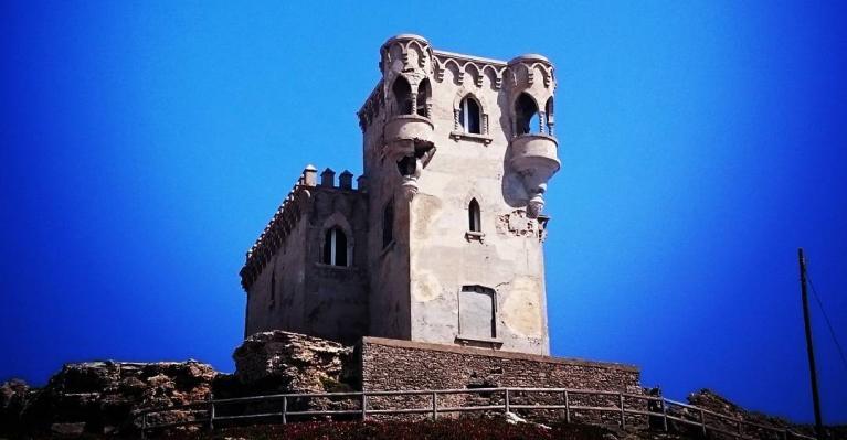 Foto del Castillo de Santa Catalina con el cielo despejado y buen sol