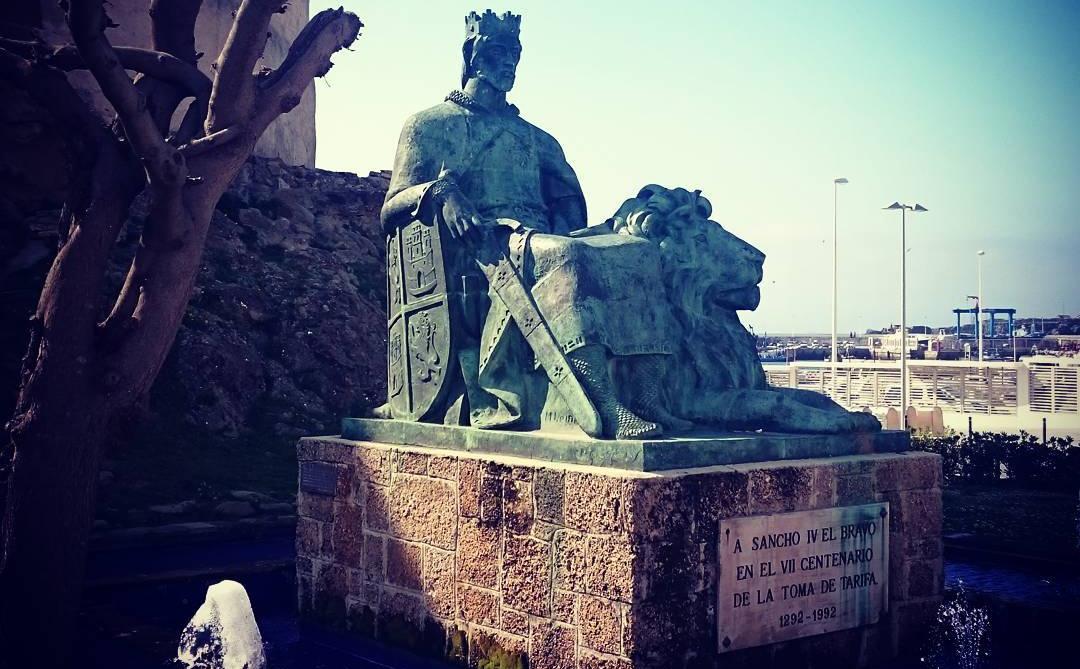 Estatua de Sancho IV el Bravo en Tarifa