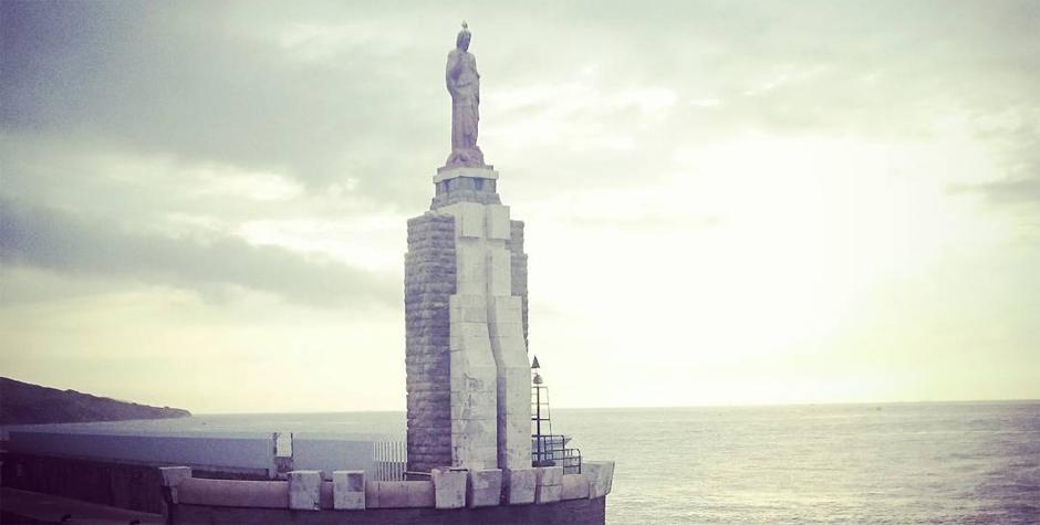 Estatua del Sagrado Corazón de Jesús en el Puerto de Tarifa