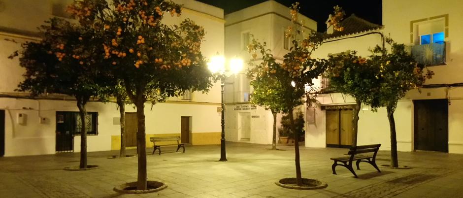 Noche de invierno en la Plaza de San Martín en Tarifa