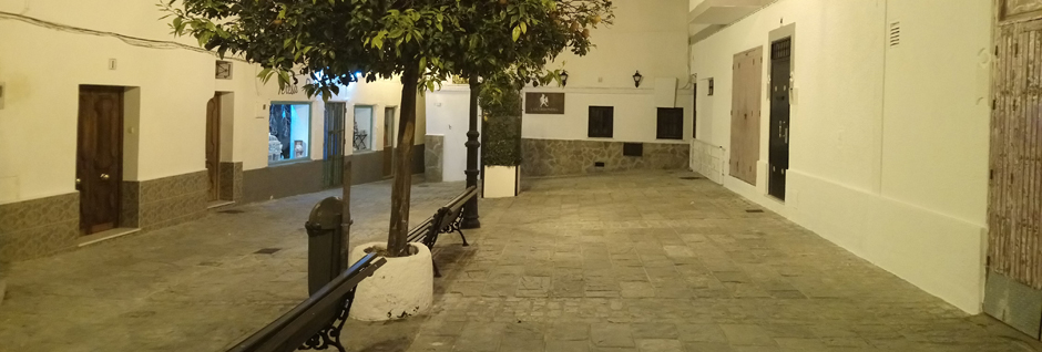 Noche en la Plaza de la Paz de Tarifa